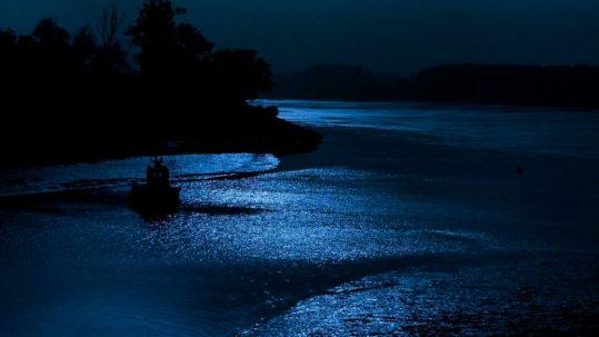 light2-night-sky-lake-boat